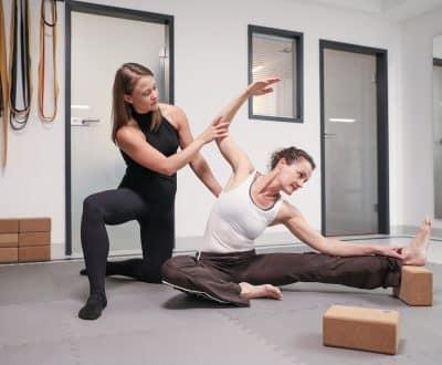 Chirohouse Chiropraktikter Berlin und Berlin-Mitte. www.chirohouse.de Mandi Orozco Stretching Expertin Berlin - professionelle Artistin unterstützt Sportler und Athleten.