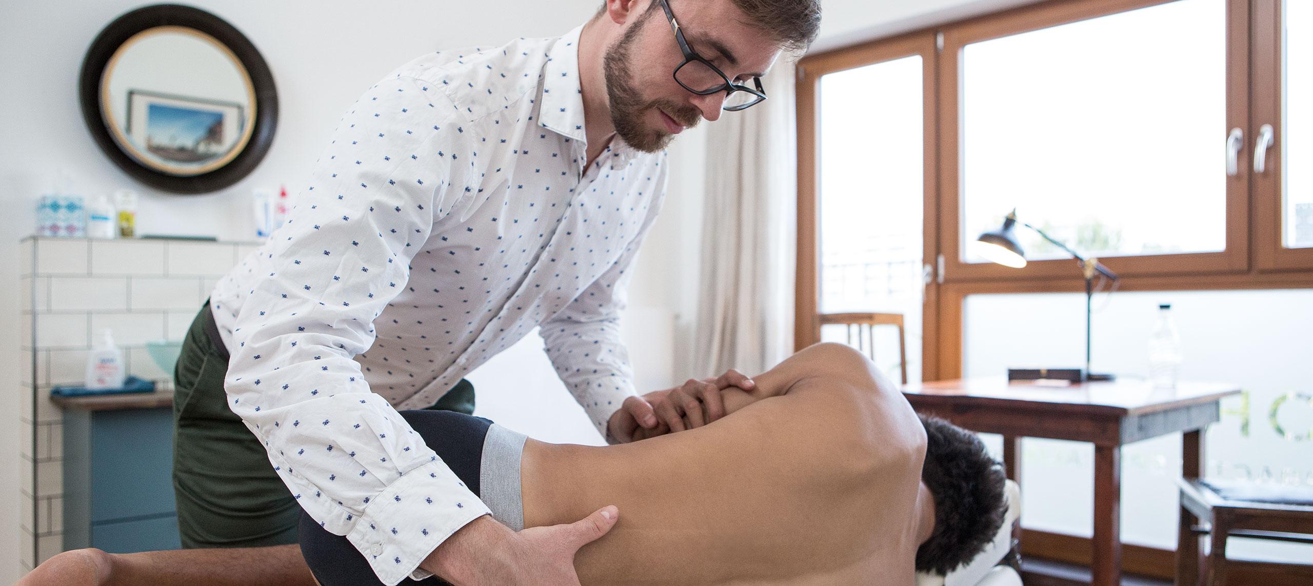Chirohouse Chiropraktiker Berlin behandelt Hexenschuss und chronische Schmerzen im unteren Rücken - www.chirohouse.de - Berlin Mitte
