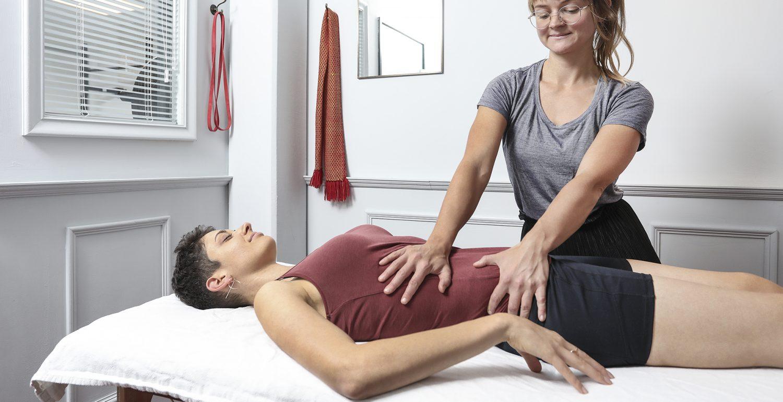 Chirohouse Chiropraktiker Berlin und Berlin-Mitte. www.chirohouse.de Massage mit Rena - Chiropraxis und private Massagen - schmerzfrei, gelassen und entspannt ins Homeoffice zurück.