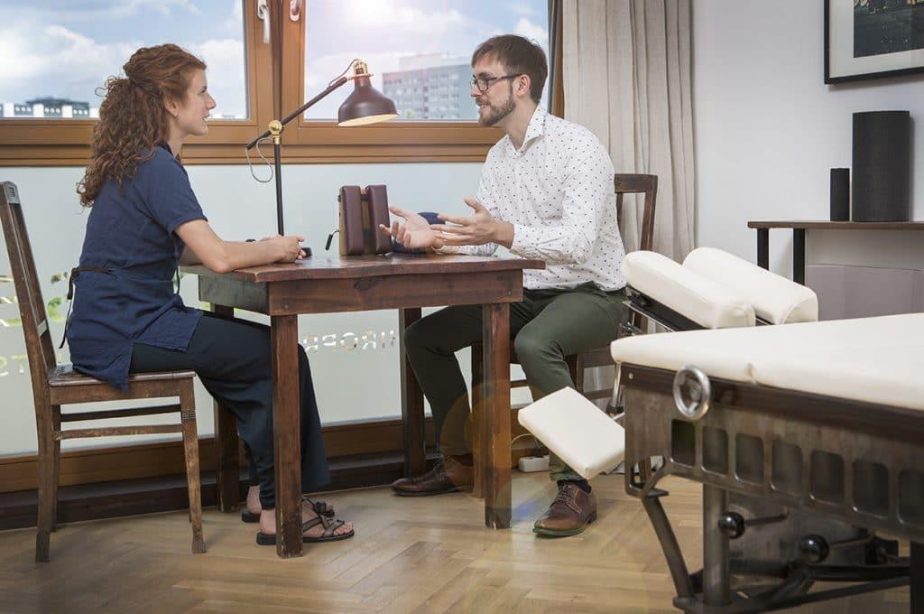 Joan Montserrat Chiropraktik Anamnese Besprechung Chirohouse Berlin