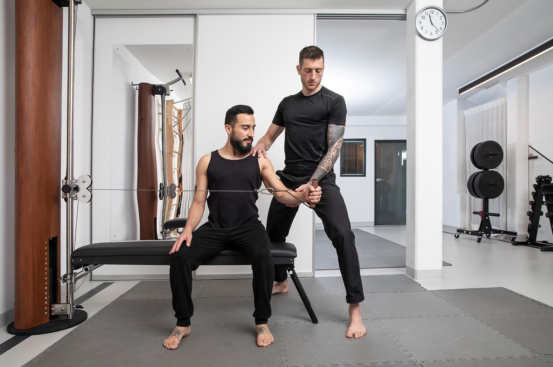 Chirohouse Chiropraktikter Berlin und Berlin-Mitte. www.chirohouse.de Training Lernen Sie, was Ihr Körper braucht. Welche die beste Therapie ist. Wie Sie selbst aktiv werden können. Training mit Profi's.